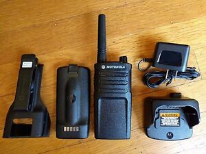 Motorola-RMU2040-UHF-Two-way-Radio-2-watts-4-channels