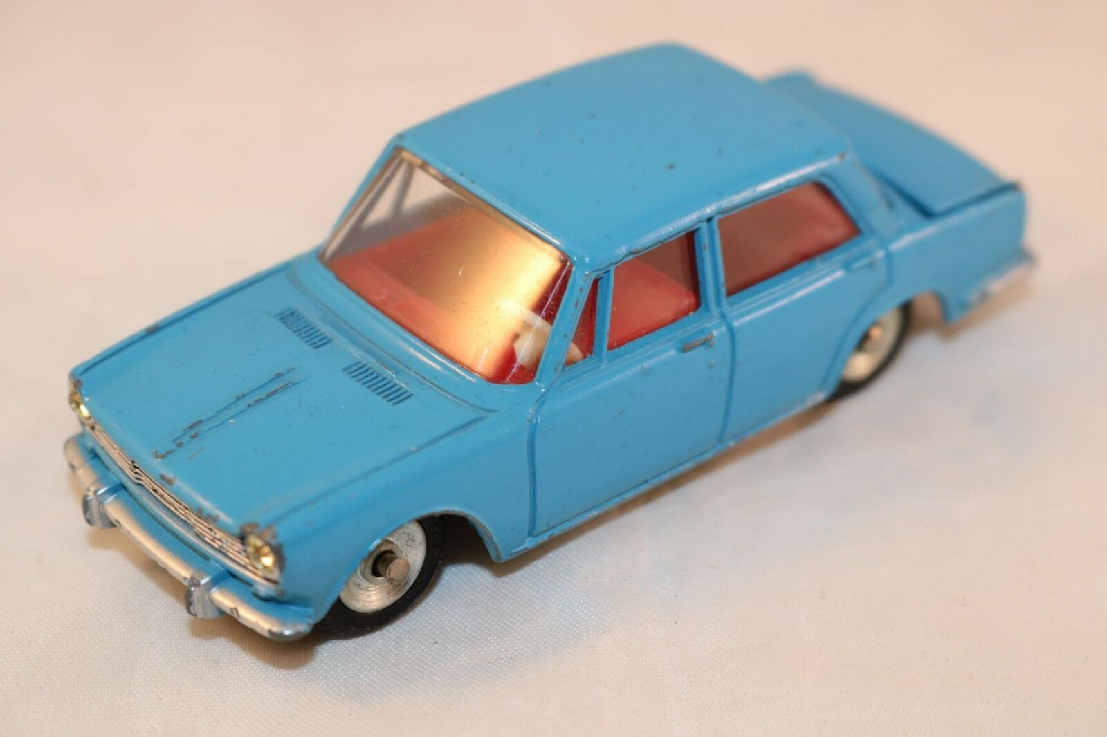 Dinky Toys 523 Simca 1500 rare colour blueee in excellent original condition.