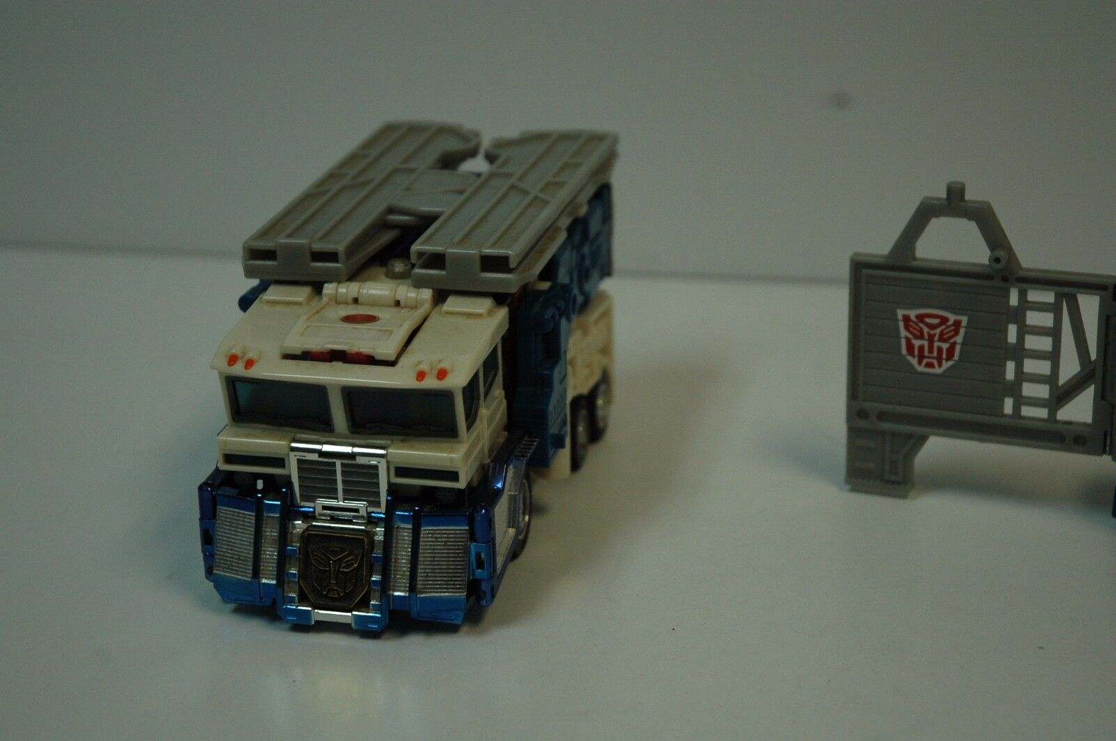 Transformers ULTRA MAGNUS Loose 2001 Super Class Incomplete