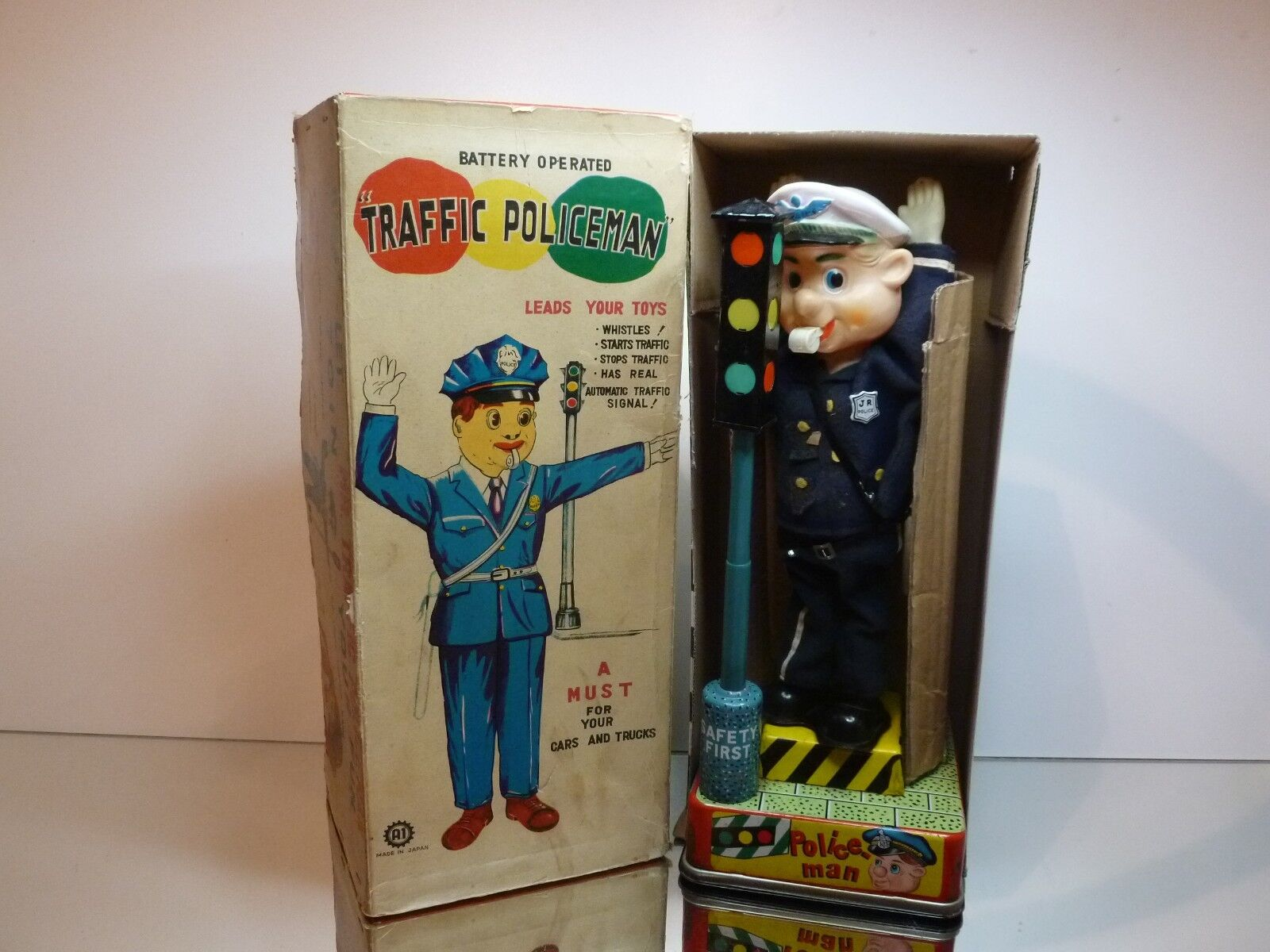 A1 JAPAN - MR. TRAFFIC POLICEMAN battery operated - H34.5cm RARE - GOOD IN BOX