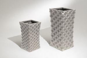 Vaso Esterno Grigio : Vaso alto in resina quadro con rombi colore grigio chiaro esterno