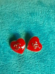 STAMPED-VINTAGE-CHANEL-BUTTONS-LOT-OF-2-Red-amp-Gold