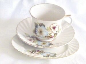 FABULOUS-VINTAGE-BONE-CHINA-OLD-FOLEY-TRIO-ENGLAND-NUMBERED