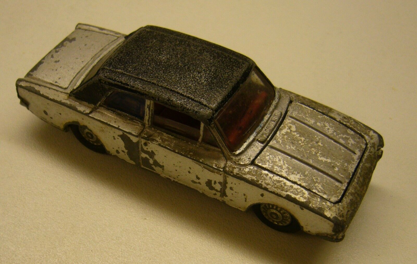 Dinky Toys - Ford 2000E Corsair Made in England
