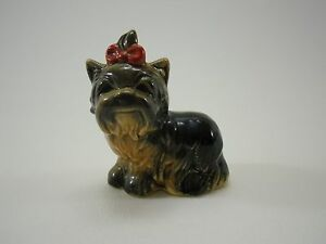 GOEBEL-Figur-Porzellan-Hund-Yorkshire-Terrier-Schleife-rot-30-515-TMK6
