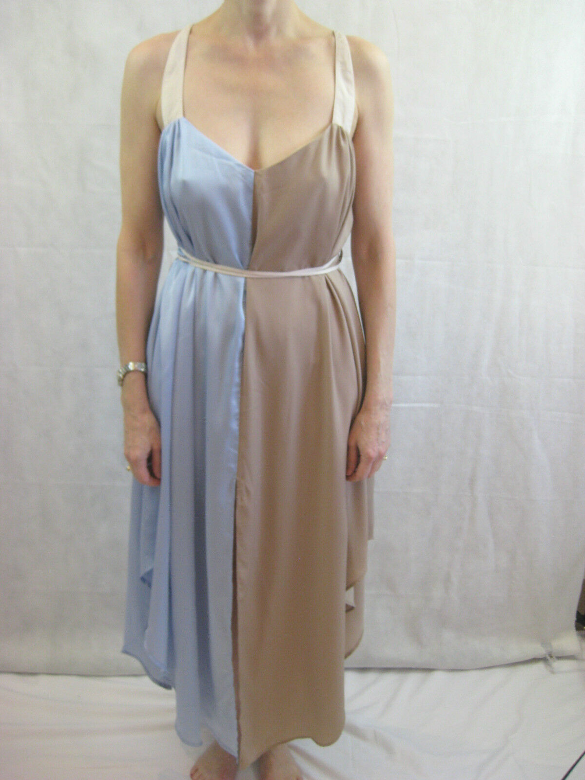 Finders Keepers Größe M  L (aus 12 - 14) Taupe and Lavender Blau Silky Dress