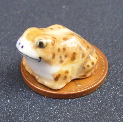 Escala 1:12 de cerámica marrón Rana tumdee Casa De Muñecas Jardín Ornamento Animal Mascota D