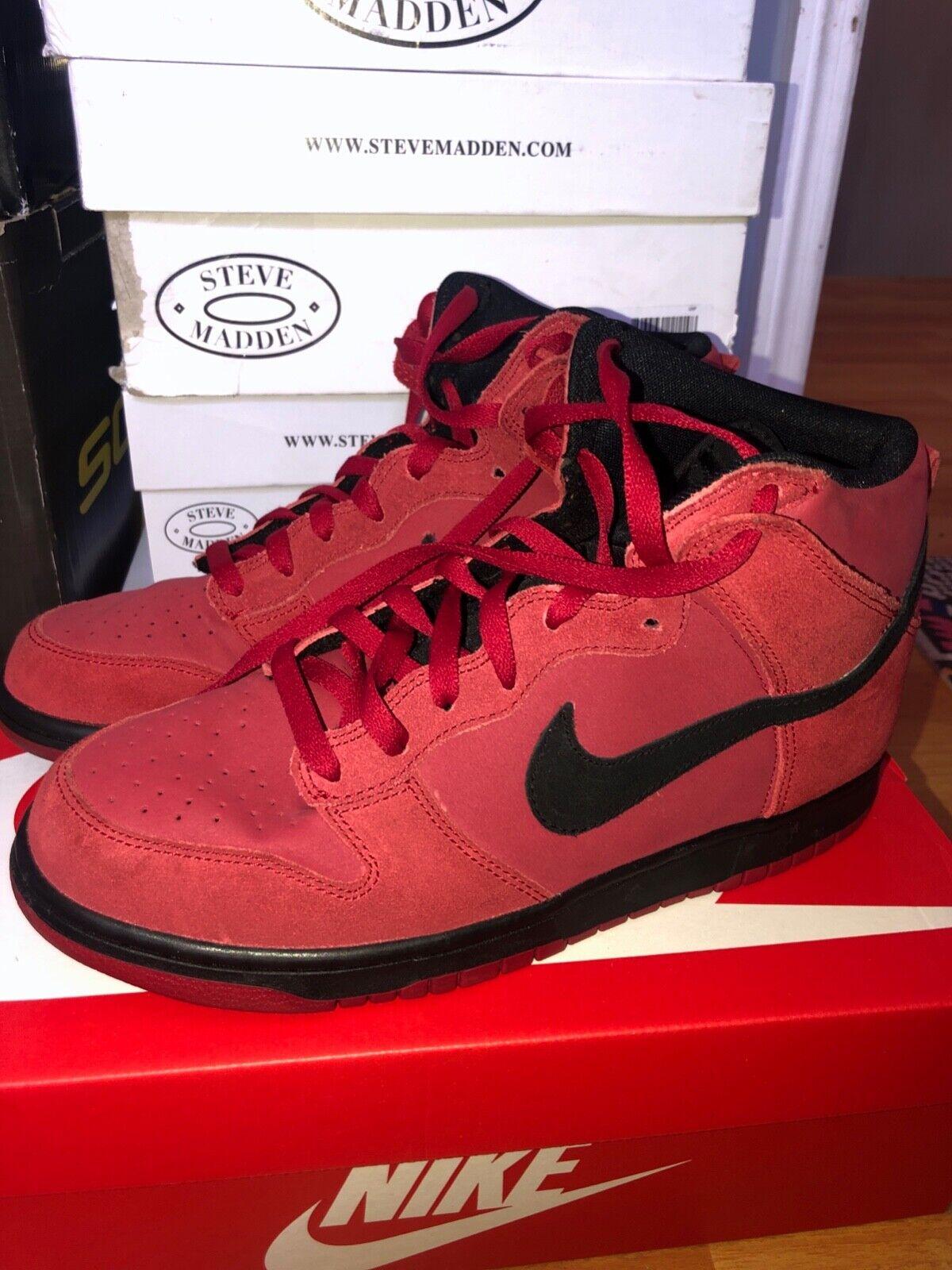 Nike SB Dunk Premium Size US 9.0 Red Velvet