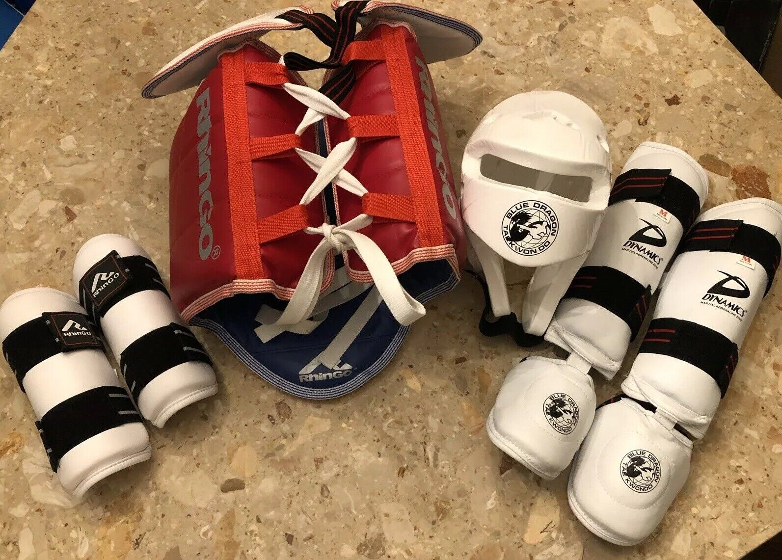Rhingo Karate Taekwondo Sparring 6 Piece Set, Red And White Excellent POC Med