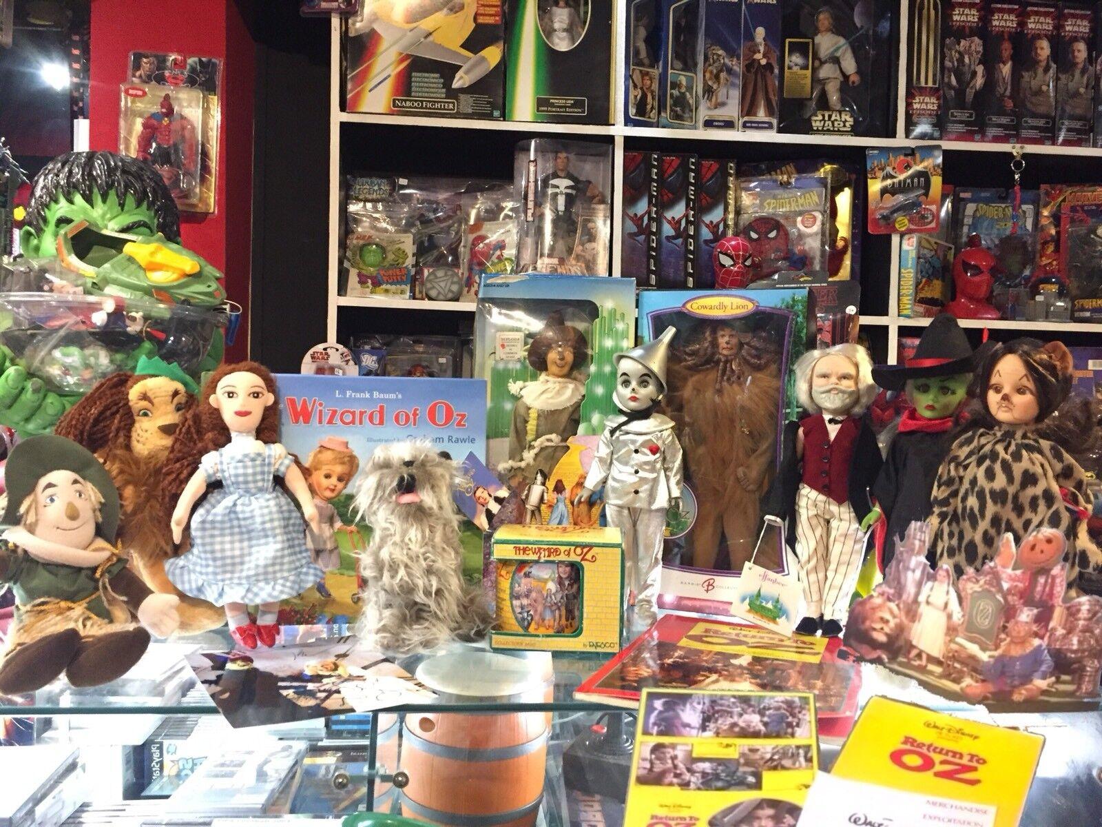 Años 80 Mago de Oz enorme Lote de muñecas Barbie rosado Label Effanbee Libros Peluche Presskit