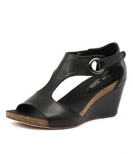 TOP END Rome Black Leather Wedges