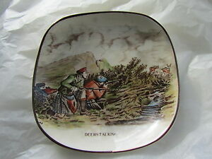 Vintage-Gray-039-s-Pottery-Small-Shallow-Dish-with-DEERSTALKING-Image