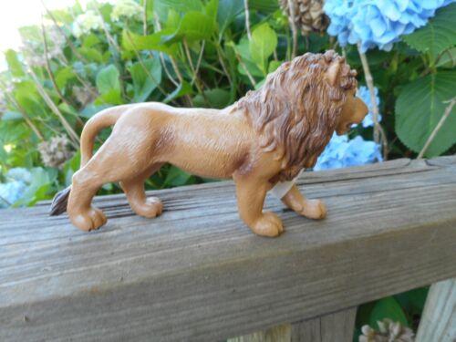 Lion by Safari Ltd// toy// replica// VERY NICE