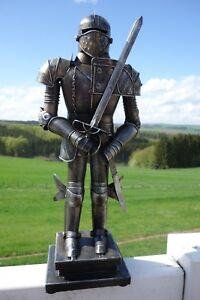 Nostalgie-Ritterruestung-Ritter-Mit-Schwert-Eisen-45x18x12cm-Retro-Antik-Look-NEU