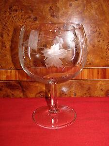 GROS VERRE SUR PIED EN CRISTAL GRAPPE DE RAISIN ET FEUILLE / OLD GLASS