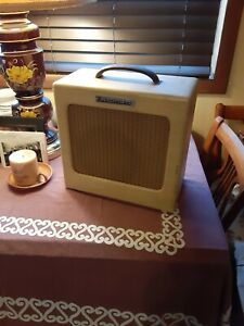 1950s Rickenbacker M-8 Model Vintage Tube Guitar Amp Amplifier, WORKS!!!!