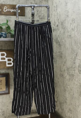 T18-50835 Details about  /NWT Xhilaration Women/'s Striped Mid-Rise Wide Leg Palazzo Pants