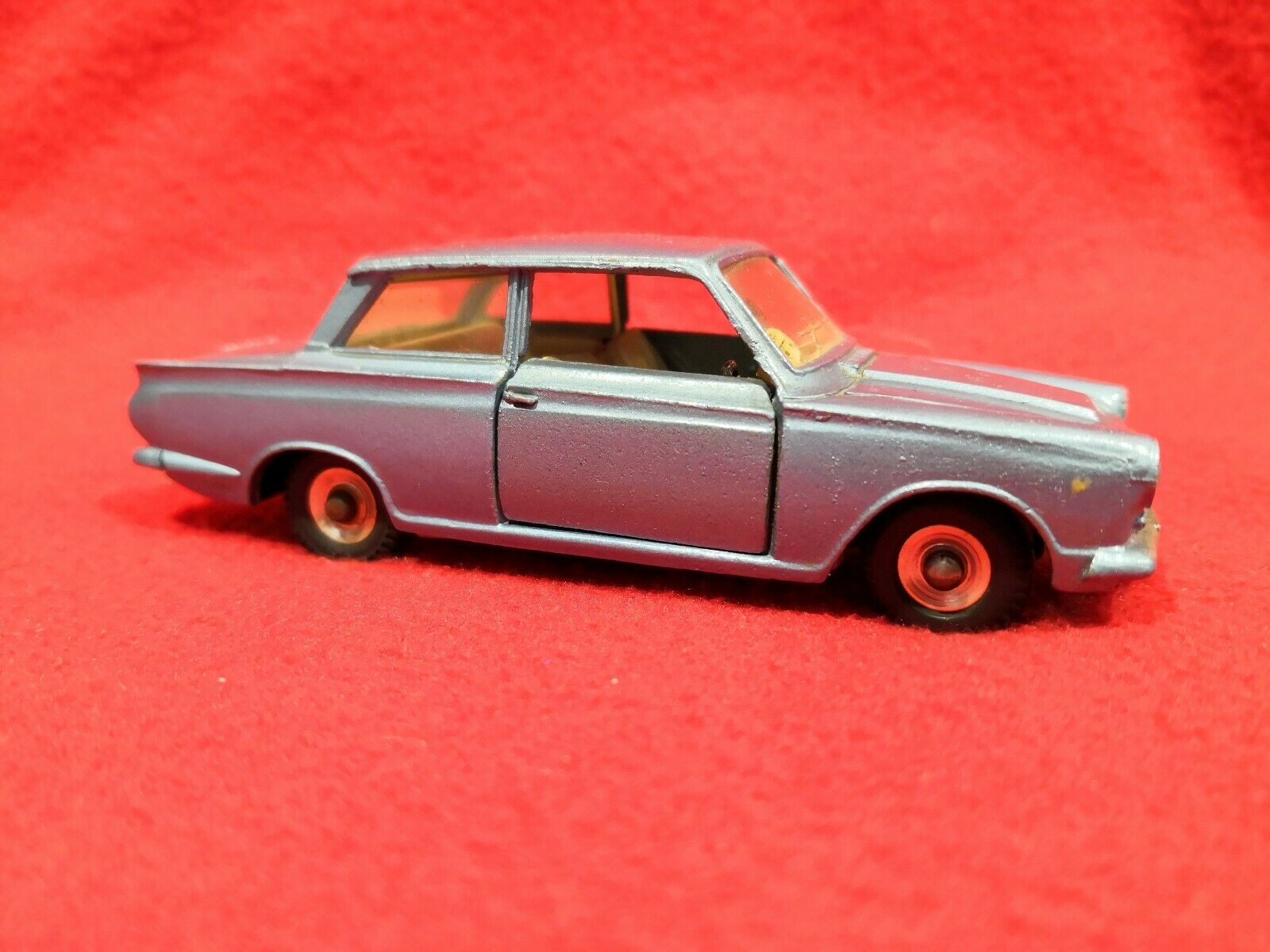 Dinky Toys Ford Cortina 1 43 Die cast