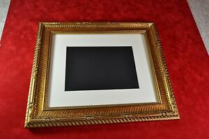 picture frame 8x10 or 11x14 ribbed antique gold picture frame with photo mat ebay. Black Bedroom Furniture Sets. Home Design Ideas