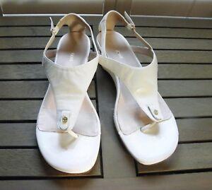 f23bdd2303b Image is loading EUC-Taryn-Rose-pretty-platinum-platform-sandals-10-