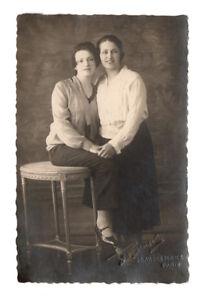 PHOTO-ANCIENNE-Femme-Gay-Interest-Vers-1930-Main-Couple-femmes-Manon-Paris