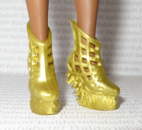 SHOES ~ COLLECTOR CURVY BARBIE DOLL MRS WHICH WRINKLE IN TIME GOLD ORNATE SHOES