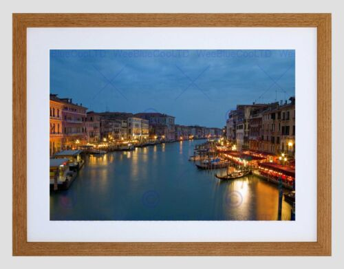 CANAL VENICE NIGHT CITYSCAPE GONDOLA BLACK FRAMED ART PRINT PICTURE B12X8453