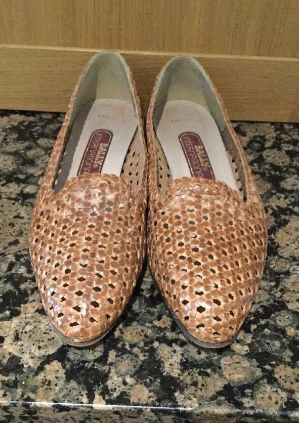 BALLY (INTERNATIONAL) TAN LEATHER SLIP ON SHOES   SIZE 8.5   WORN GOOD CONDITION