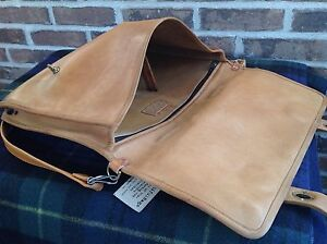VINTAGE-1970s-MINIMALIST-BASEBALL-GLOVE-LEATHER-SURFACE-PRO-BRIEFCASE-BAG-R-598