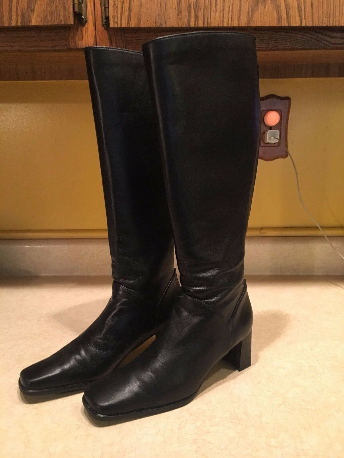 Stuart Weitzman Black Leather Knee High Boots Size 5 B Style   5284