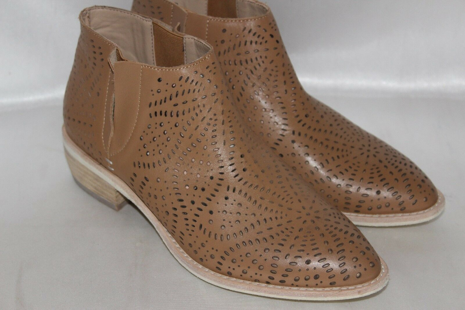 NEU  VANELI Perforated Saddle Leder Pointed Toe Ankle Stiefel Booties Sz 9