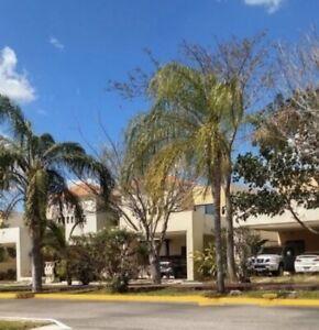Casa de 3 Recamaras en Privada Residencial con alberca al Norte de Merida
