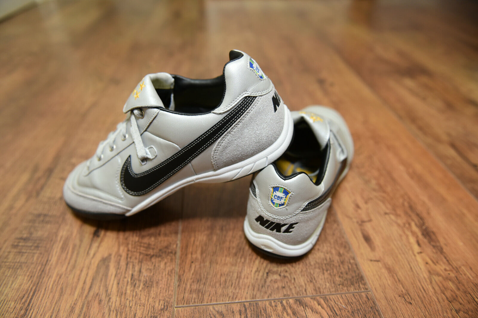 Nike Turf leyenda Brasil Astro Fútbol botas Zapatillas Talla 10 en muy buena condición Ronaldinho
