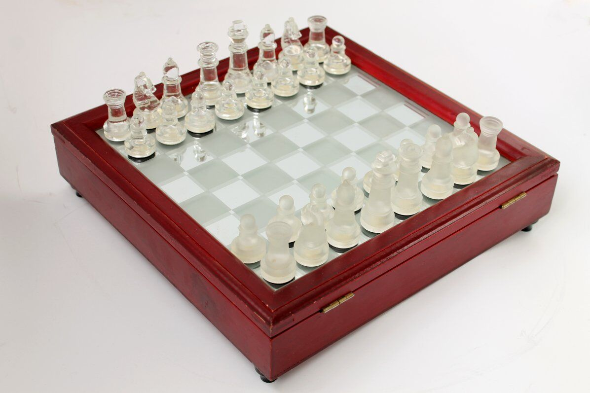 Vintage Mirror Glass Chess Frosted & Transparent Glass Glass Glass Figures Wooden Case 3f13d3