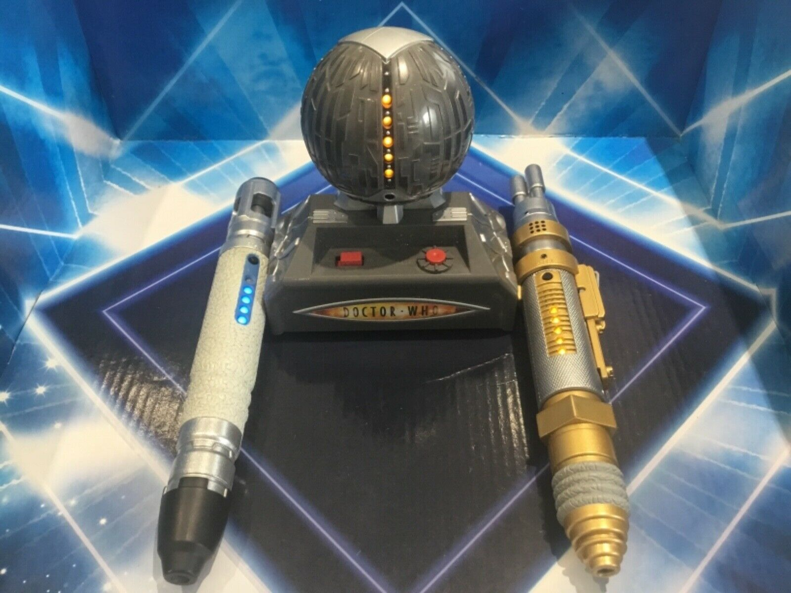 DOCTOR WHO ELECTRONIC GAME - SONIC LAZER SCREWDRIVER BATTLE - SOUND & LIGHT FX
