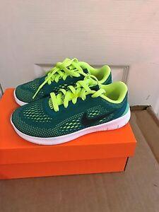 ffa544a9e746 New BoyYouth Nike FREE RN (GS) 833989 300 Shoes Size 3.5Y--6Y.