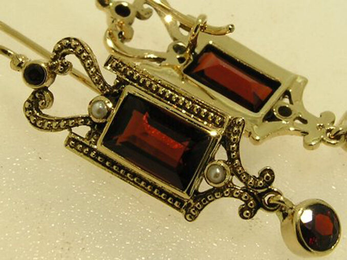 E133 GENUINE 9ct Yellow gold NATURAL Garnet & Pearl Vintage style Drop Earrings