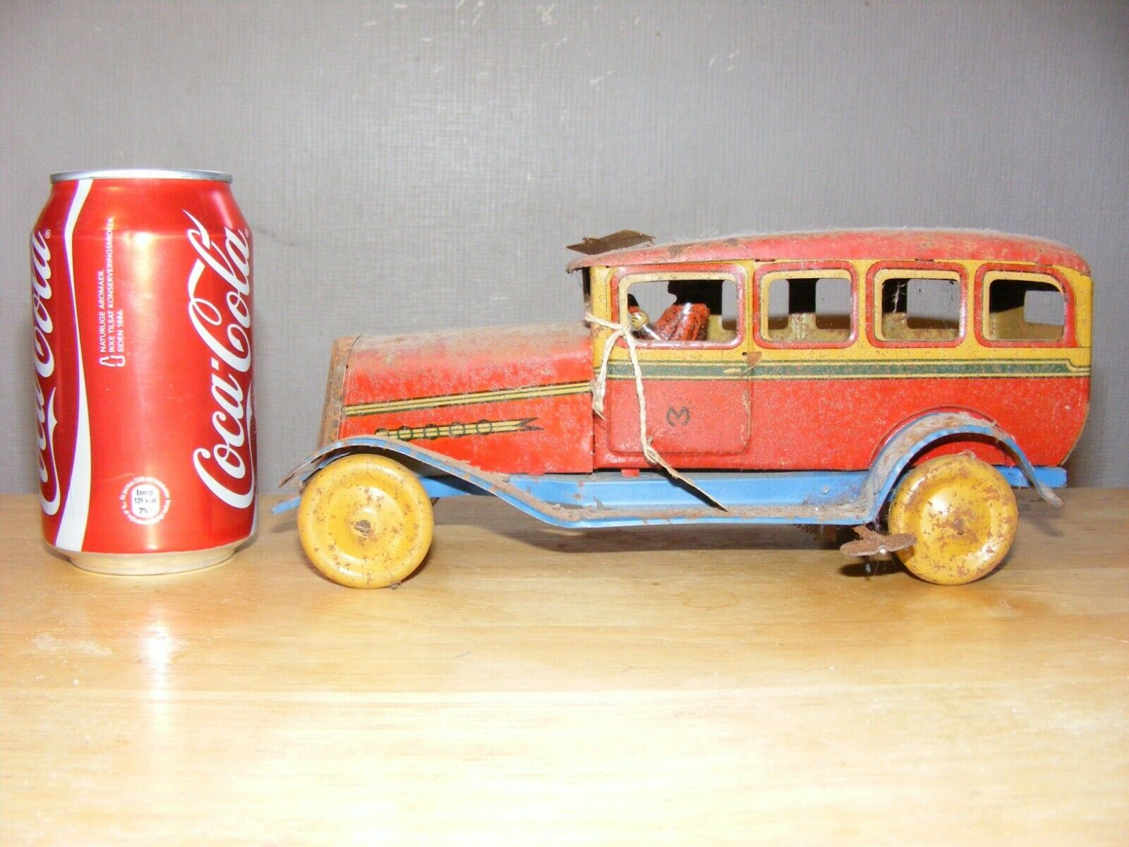 Tin plate toy car,very old,rare.wind-up,clockwork,as found,vintage.antique,works