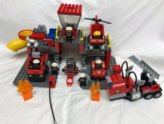 Lego Duplo Fire Station 5601 & Lego Duplo Fire Truck 4977 Incomplete