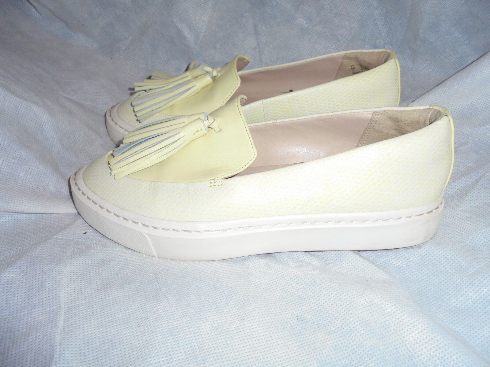CLARKS WOMEN LIGHT LIME LEATHER SLIP ON TASSEL SHOES SIZE VGC