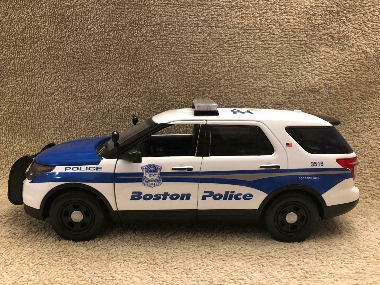 1 18 SCALE BOSTON MA POLICE FD SUV Modellll WITH WORKING LIGHTS AND SIREN