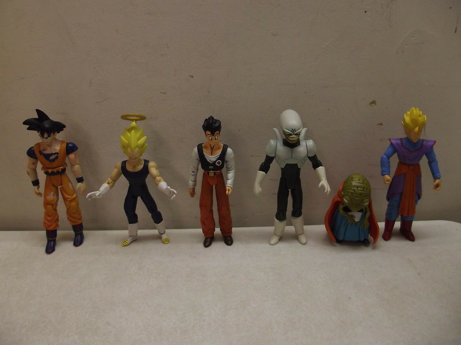 ASSORTED DRAGONBALL Z DRAGON BALL Z ACTION FIGURES LOT