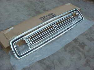 1972-72-1973-73-Dodge-Pickup-Truck-Radiator-GRILLE-NOS-MoPar-3494211