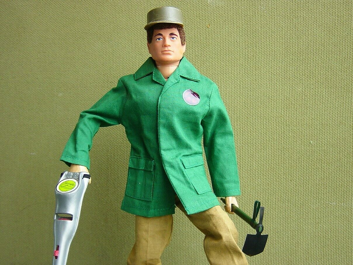 Vintage Gi Joe Man of Action with Hard to Find Buried Bounty Set