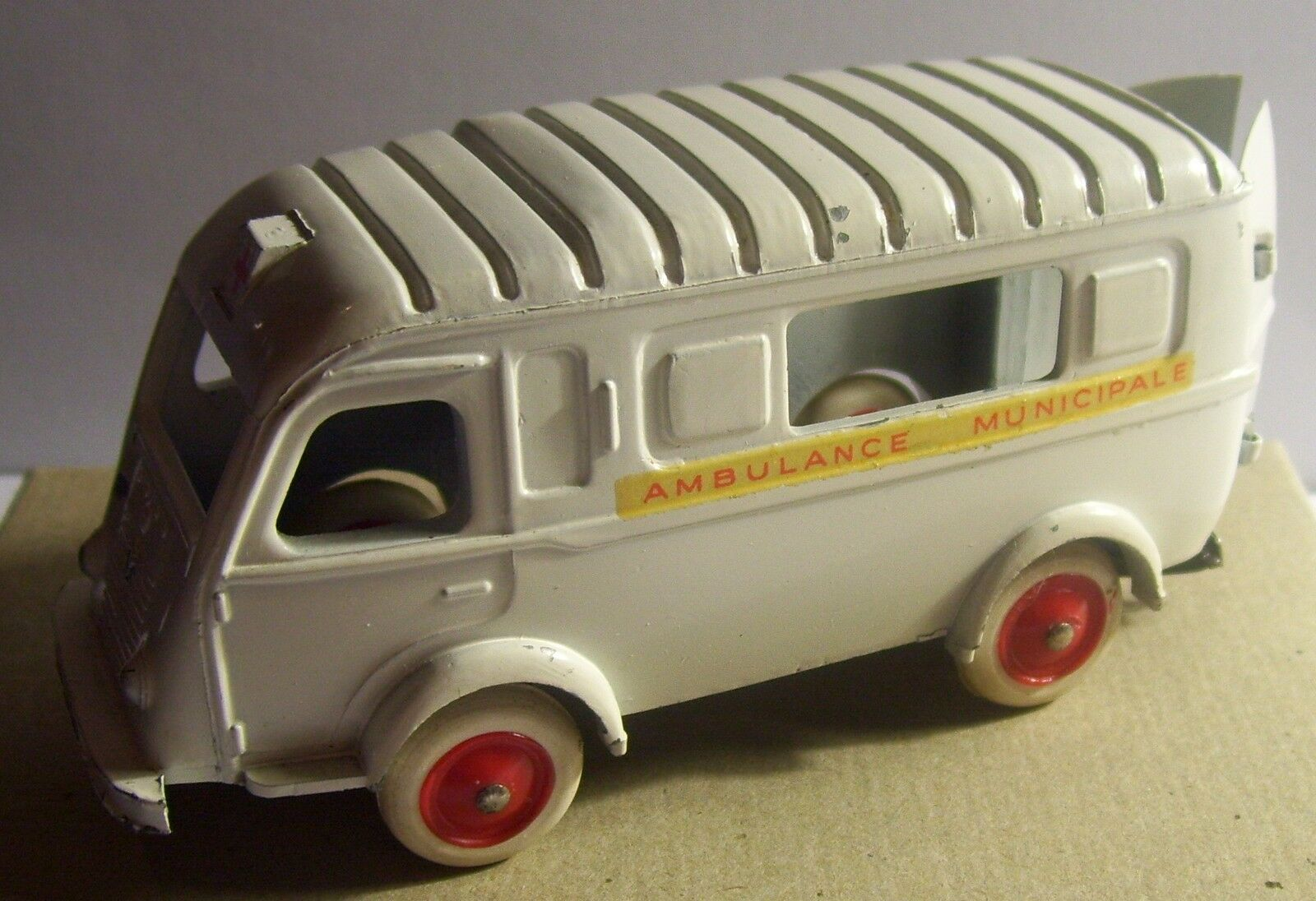 ORIGINAL OLD CIJ RENAULT 1000 kg AMBULANCE MUNICIPALE  3-61 2018 no BOX 1/45