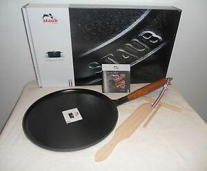 staub gusseisen cr pes pfanne 28 cm mit holzgriff crepe pfannkuchenpfanne neu ebay. Black Bedroom Furniture Sets. Home Design Ideas