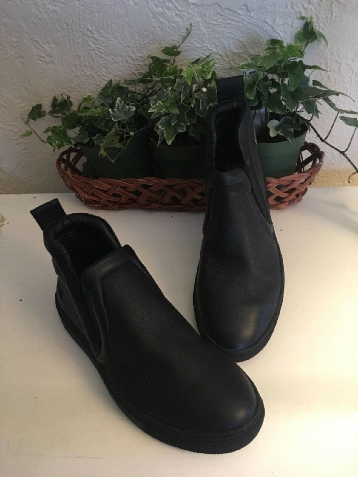 Cougar waterproof Leather Ankle Boot Woman's Black Size 6 Medium New