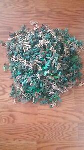 Huge-Lot-of-Plastic-Green-and-Tan-Army-Men