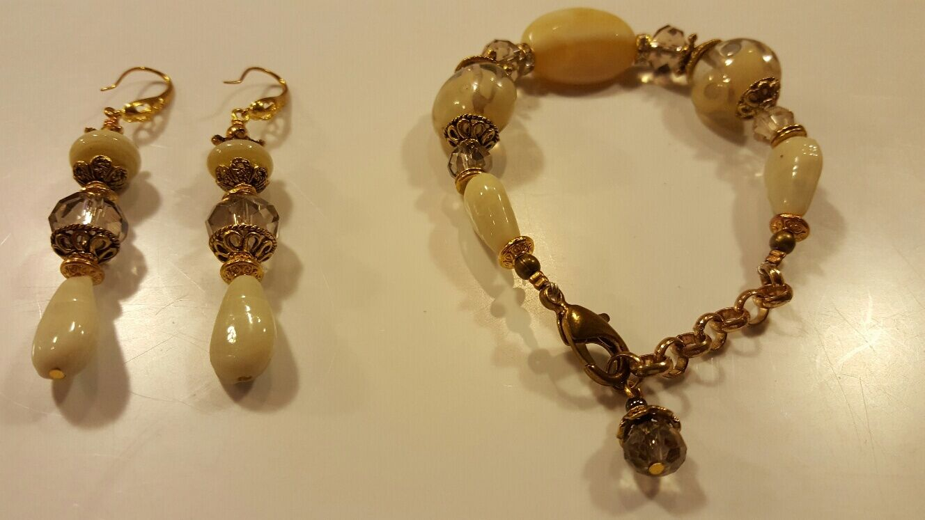 Genuine Agate Gemstone Bracelet and Earrings with Crystal - Brand New Set