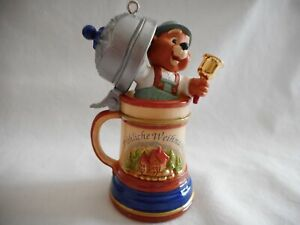 Hallmark-1994-Christmas-Ornament-German-Beer-Stein-Mug-Frohliche-Weihnachten-Che